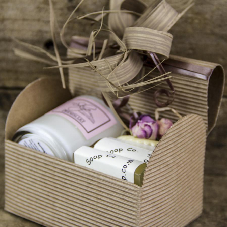 skye-soap-valentine-women-giftbox-1